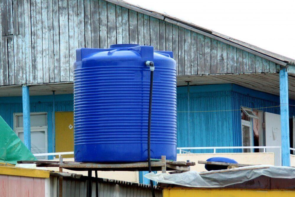 Какую пластиковую емкость для воды выбрать для дачи